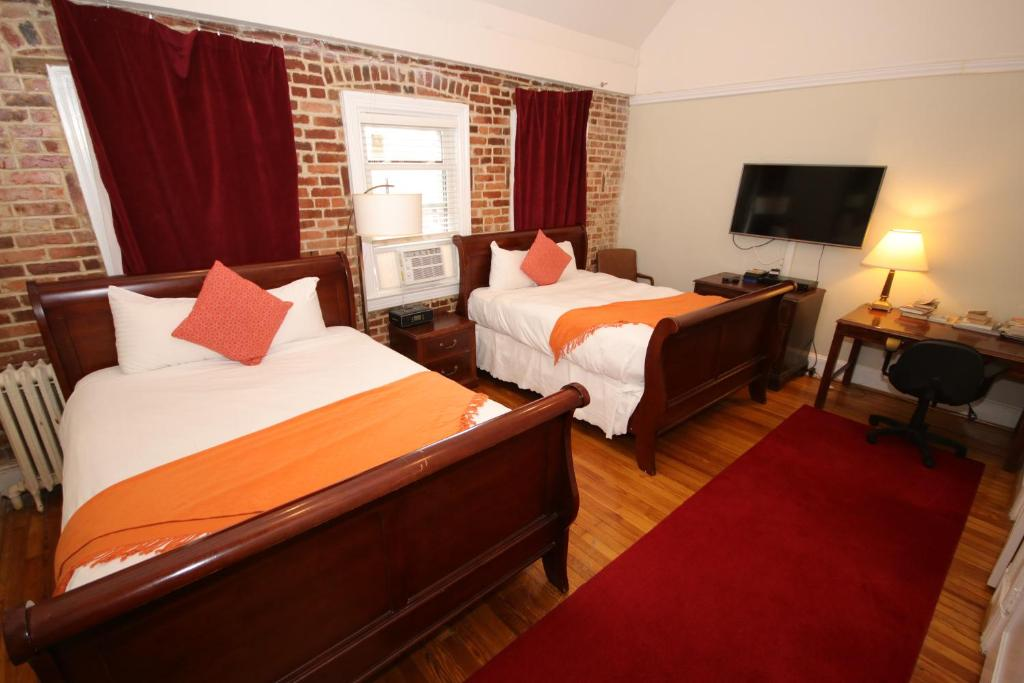A bed or beds in a room at GoodNight Sleep - 1Bdrm w/2Beds Cozy Home