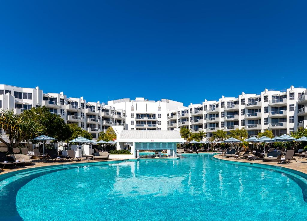 The swimming pool at or near Sofitel Noosa Pacific Resort