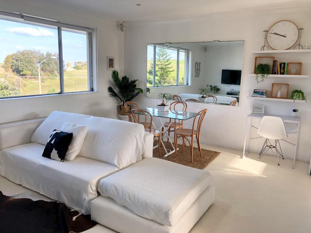 A seating area at Bondi Beach Getaway - A Bondi Beach Holiday Home