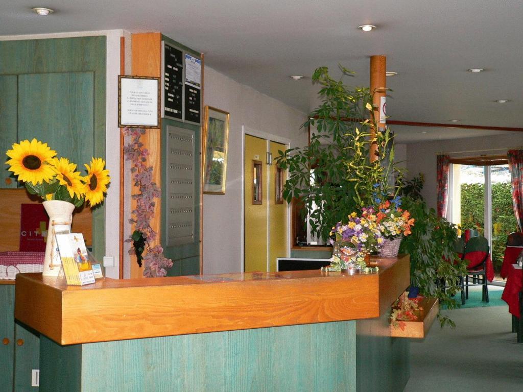 Hall ou réception de l'établissement Hôtel Charme en Mâconnais