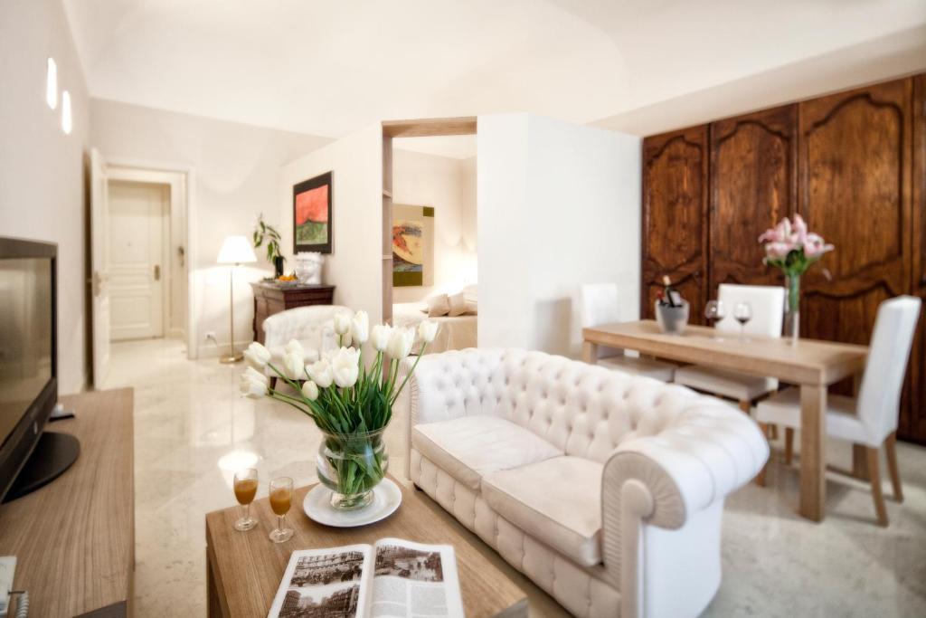A seating area at Hotel Palazzo Brunaccini