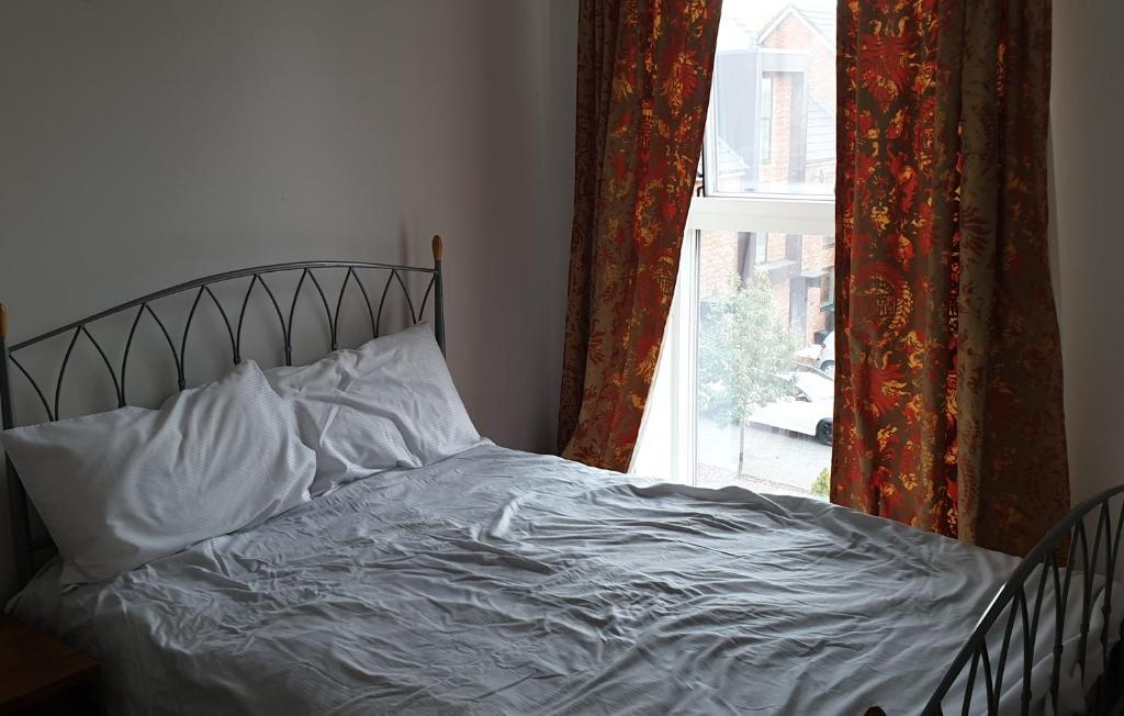 A bed or beds in a room at Pleasant Place