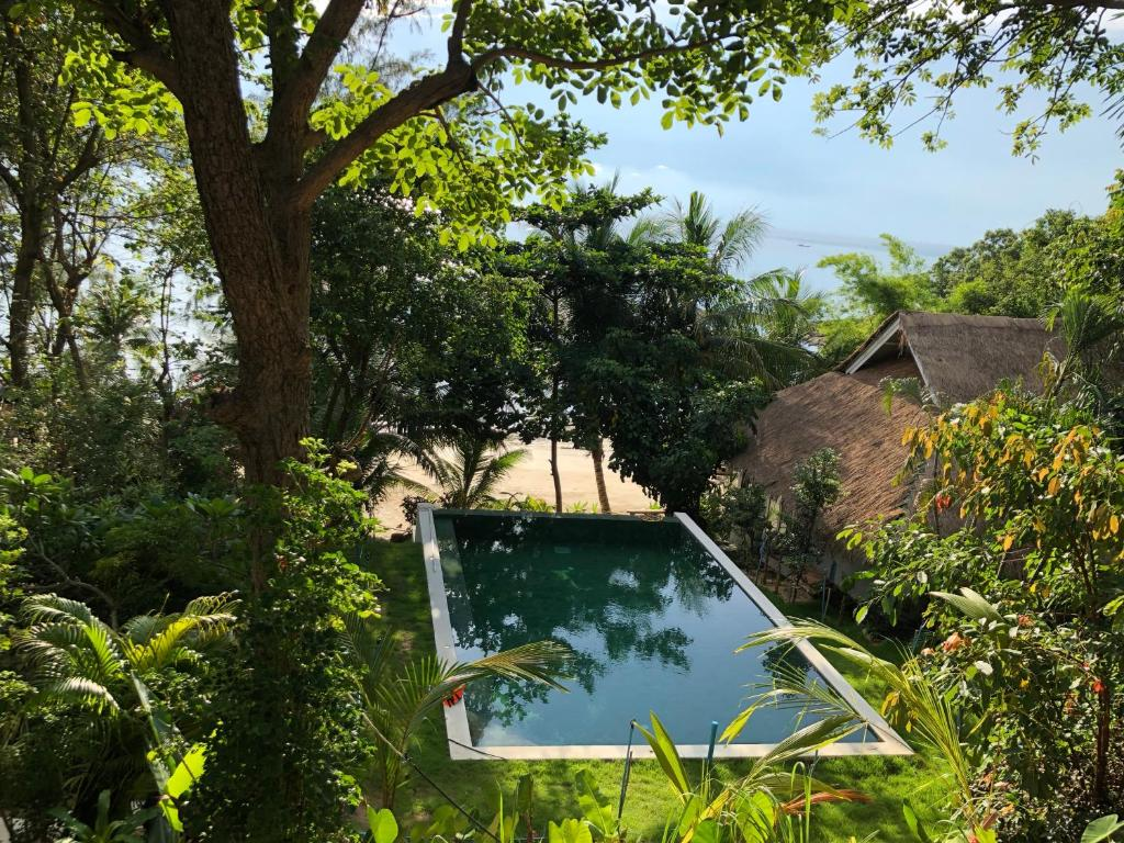 The swimming pool at or close to Coconut Beach Bungalows
