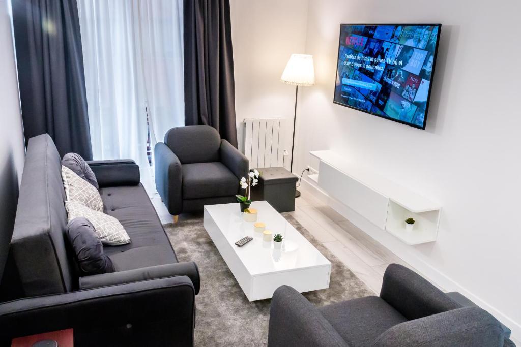 D&E - PARIS-DISNEY - HOLIDAYS APARTMENT - APPARTEMENT DE VACANCES - 5 CHAMBRES- 5 SDB - 5 BEDROOMS - 5 BATHROOMS - Netflix