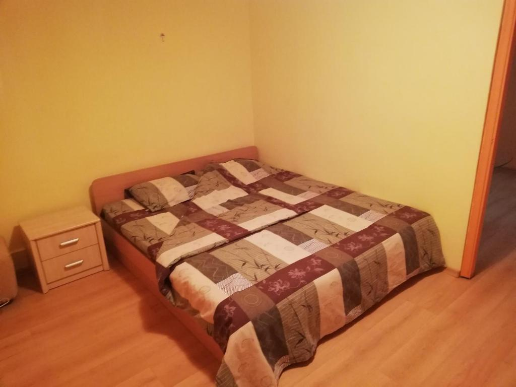 A bed or beds in a room at Лукс апартамент