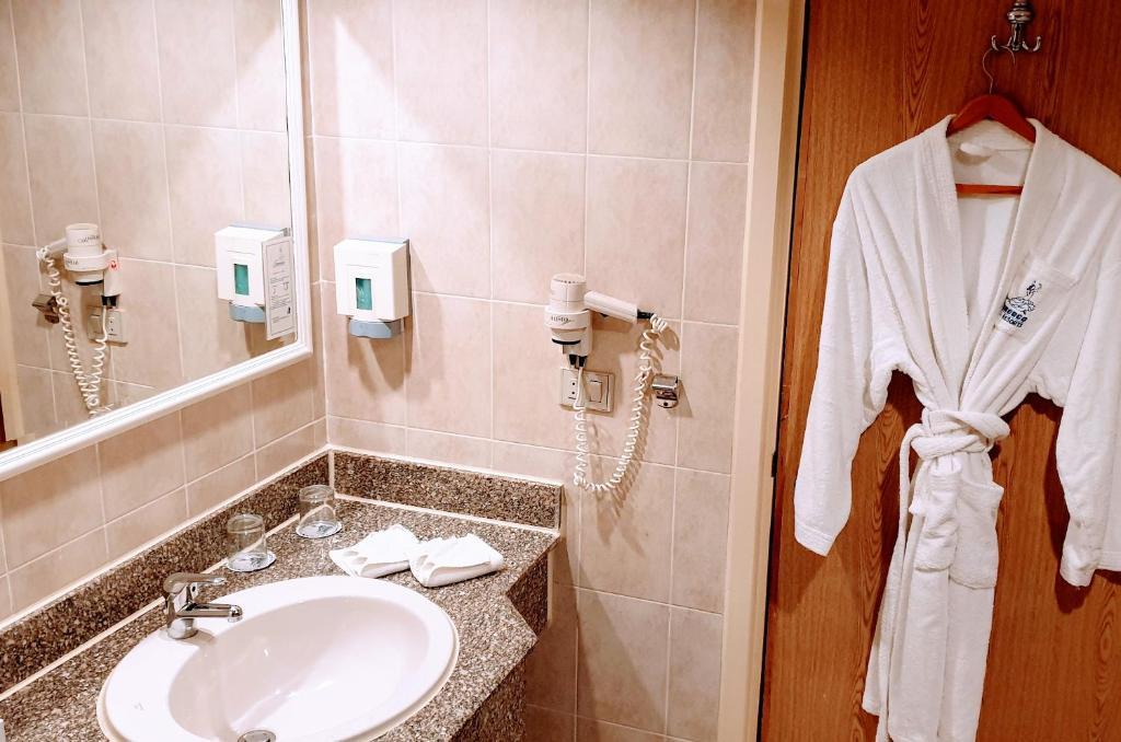 Een badkamer bij Flamenco Beach & Resort Quseir