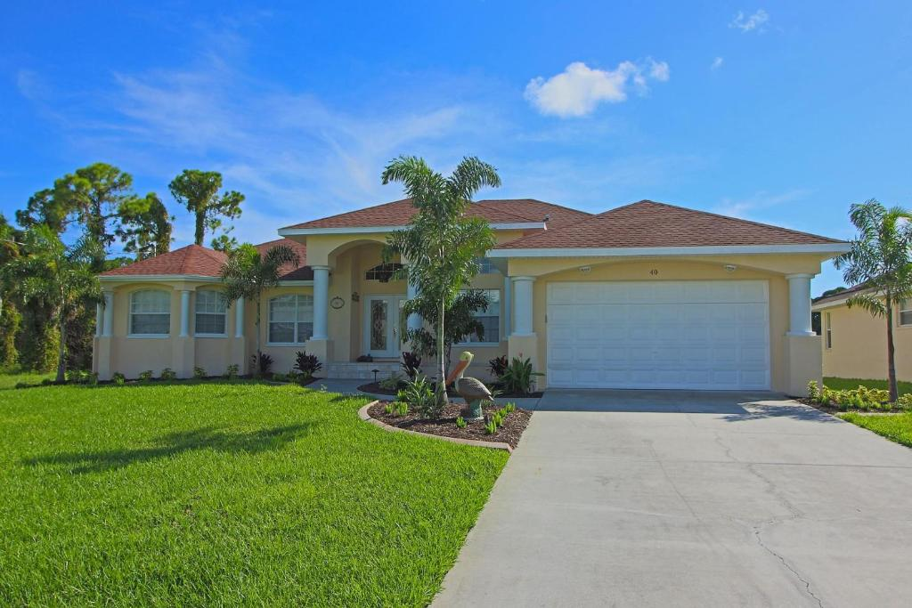 Vacation Home Luxurious 4 Bedroom With 2 Master Suites 4 Baths Heated Pool And Spa Home Located On A Canal Rotonda West Fl Booking Com