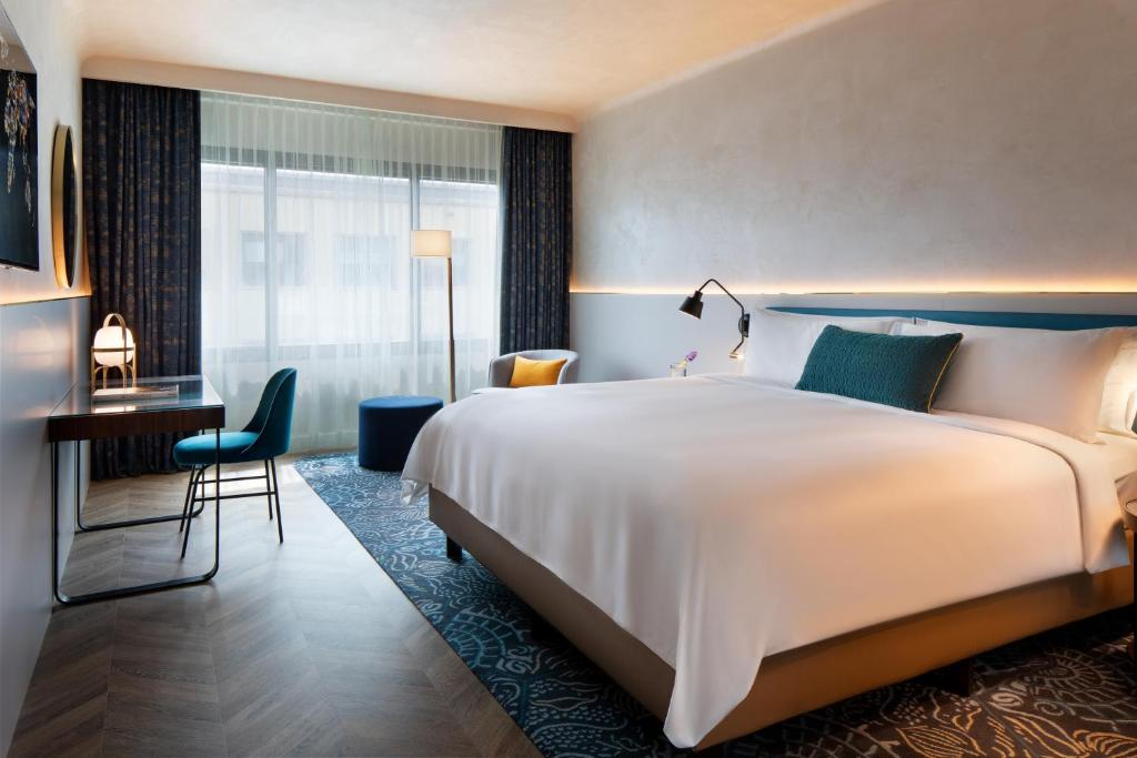 A bed or beds in a room at Renaissance Barcelona Hotel