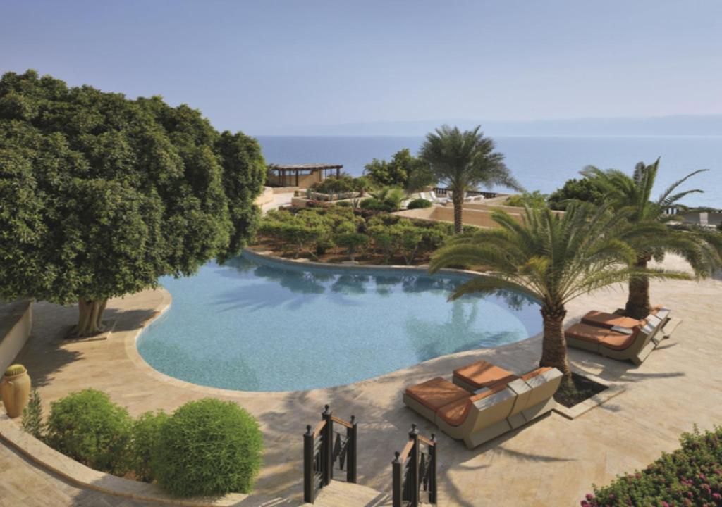 Het zwembad bij of vlak bij Mövenpick Resort & Spa Dead Sea