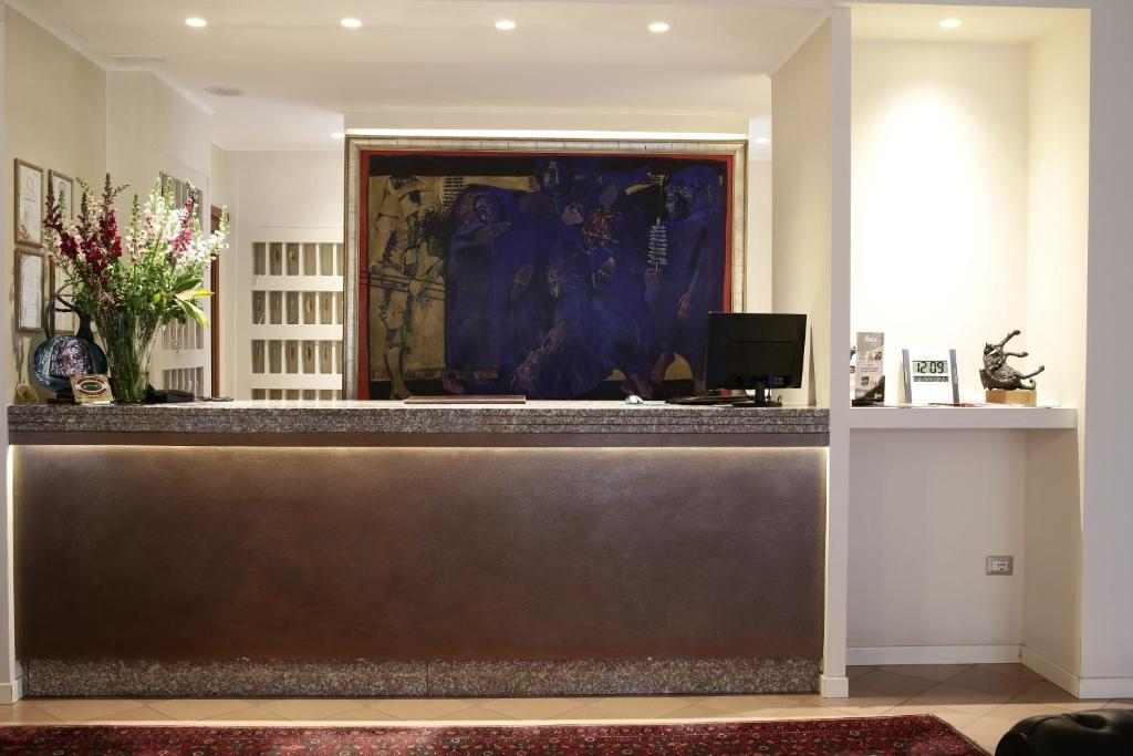 The lobby or reception area at Hotel City