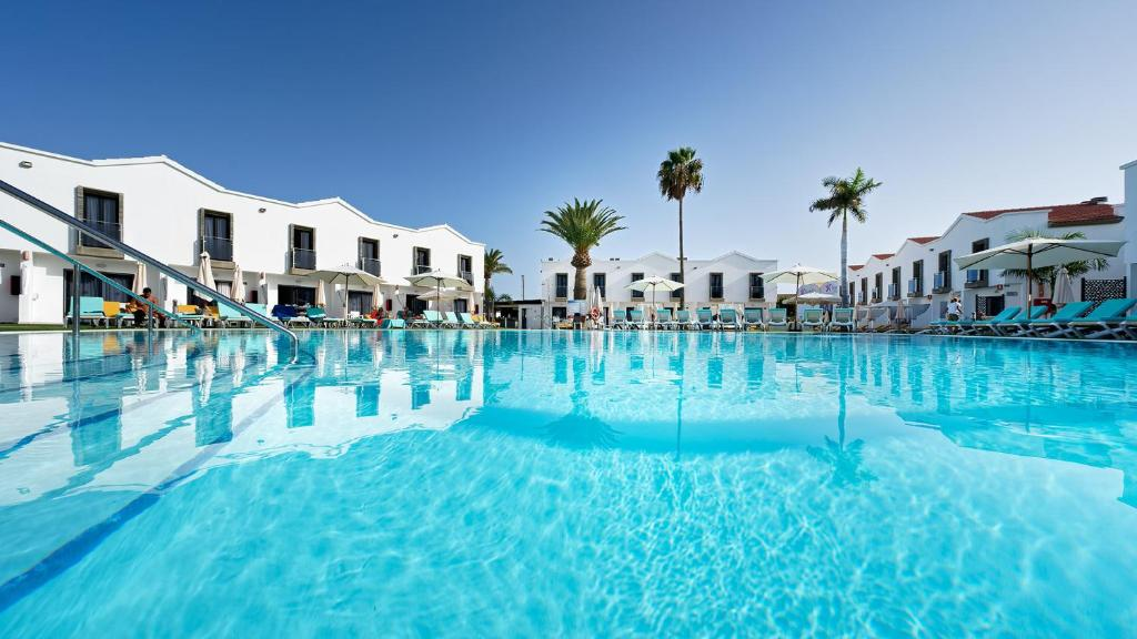 Der Swimmingpool an oder in der Nähe von FBC Fortuny Resort - Adults Only