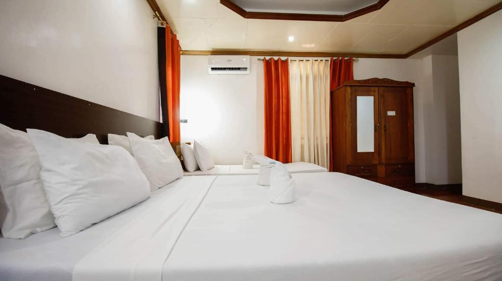 A bed or beds in a room at NVH Coron Palawan