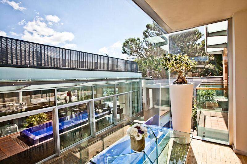 Vista sulla piscina di Dal Moro Gallery Hotel o su una piscina nei dintorni
