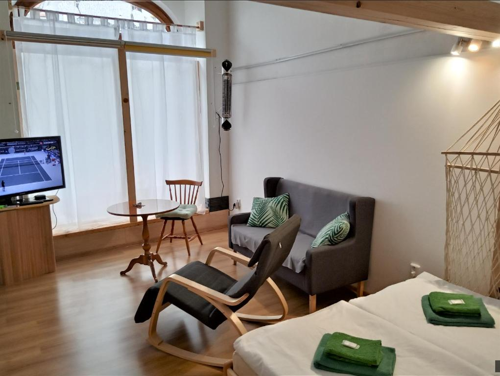 A seating area at Apartment pod hradem Loket