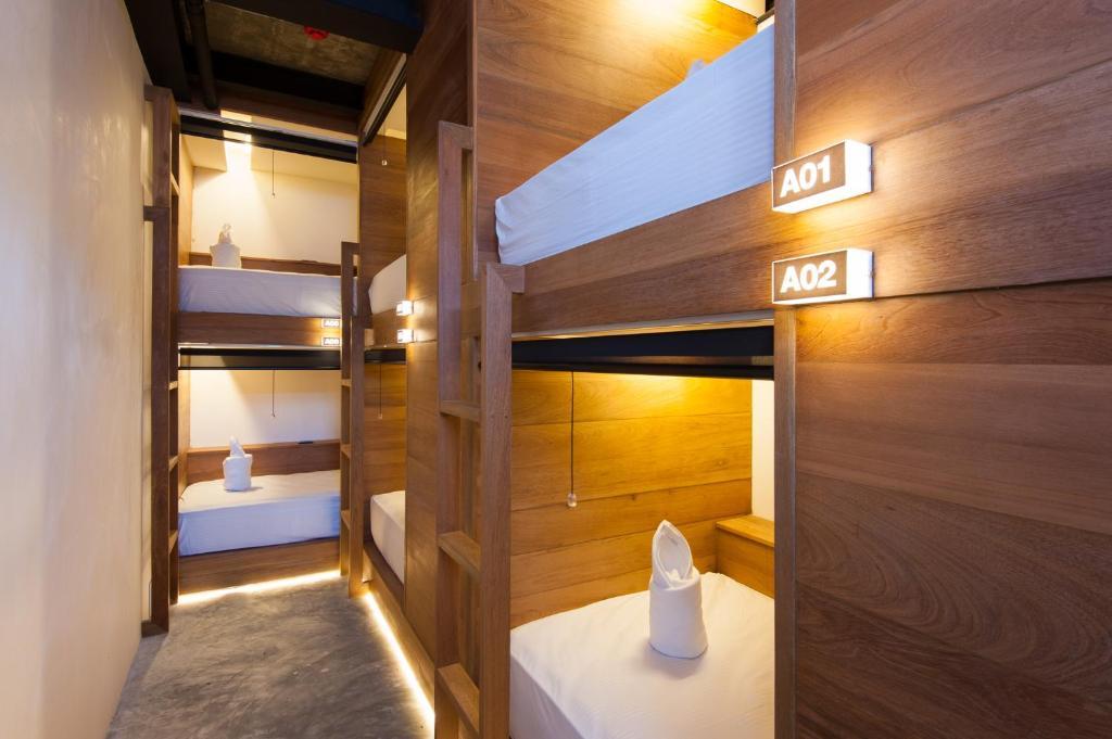 Ein Etagenbett oder Etagenbetten in einem Zimmer der Unterkunft Indie Hostel - Koh Tao