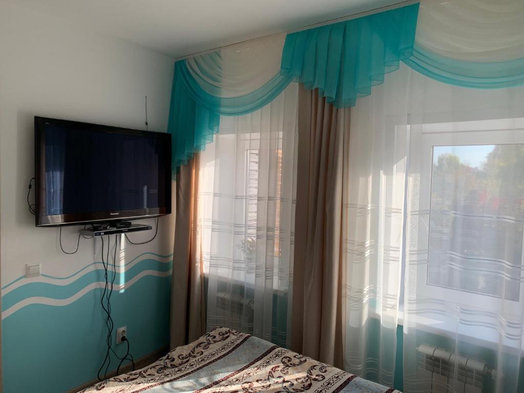"""Телевизор и/или развлекательный центр в 2-х комнатные апартаменты """"Белла"""""""