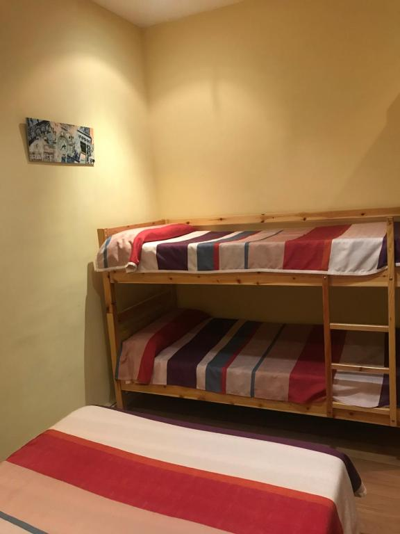 A bunk bed or bunk beds in a room at Hostel Entresueños Logroño