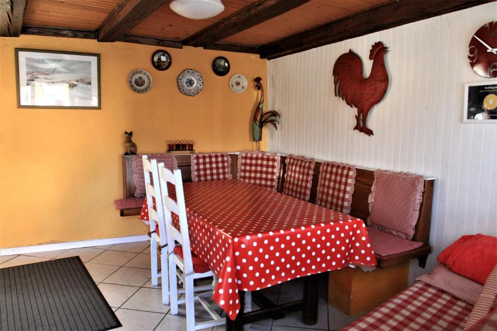 A restaurant or other place to eat at Gite Loredana