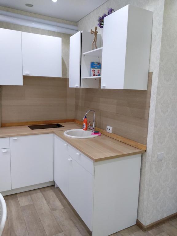 A kitchen or kitchenette at Квартира