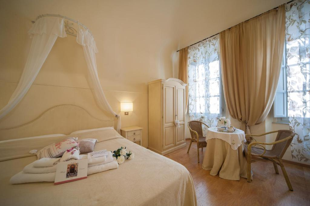 A bed or beds in a room at Albergo Etruria