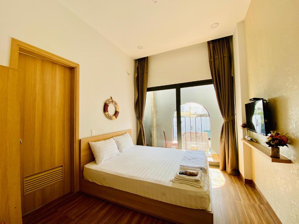 A bed or beds in a room at Vitamin Sea Nha Trang