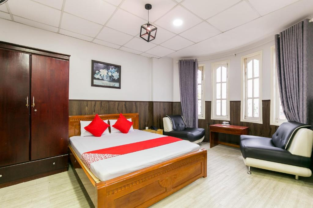 A bed or beds in a room at OYO 369 Minh Anh Hotel