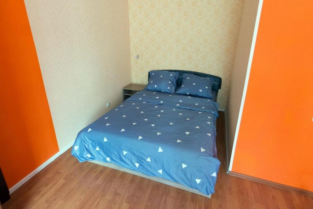 A bed or beds in a room at Уютный Апартамент в центре города