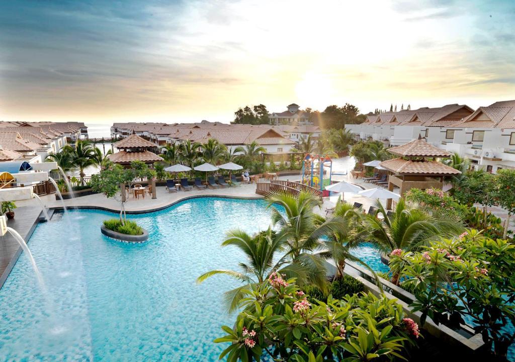 Výhled na bazén z ubytování Grand Lexis Port Dickson nebo okolí