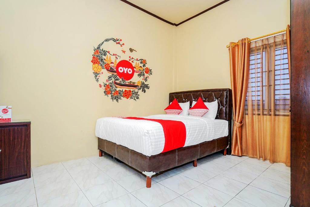 A bed or beds in a room at OYO 341 Al Barokah