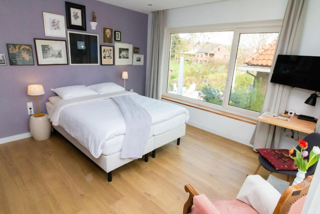 A bed or beds in a room at Boutiquehotel B&B the SJinn