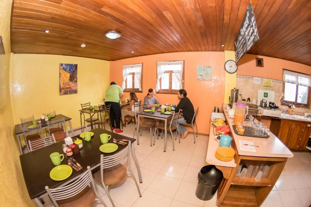 A restaurant or other place to eat at La Casa del Molino Blanco B&B