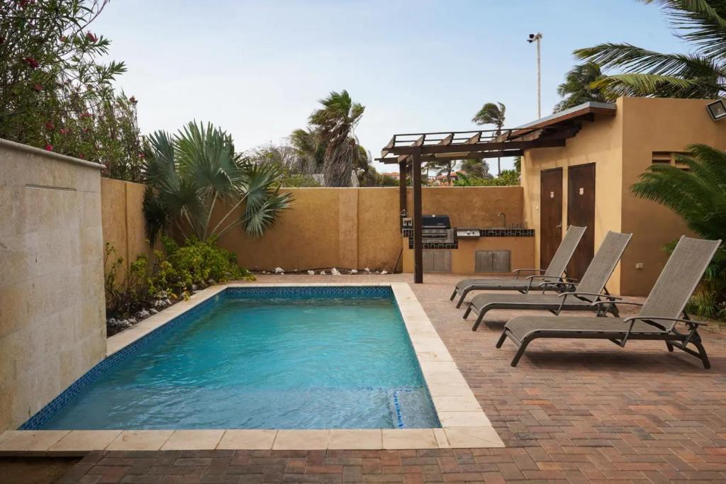 A piscina localizada em NICE HOUSE WITH PRIVATE POOL IN GOLD COAST ou nos arredores