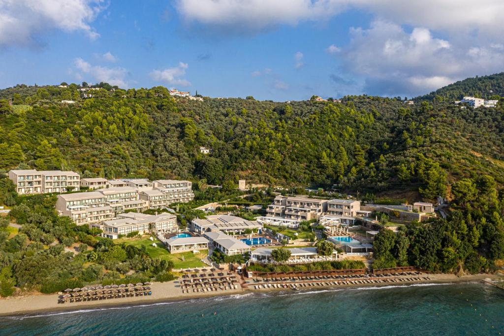 Ett flygfoto av Kassandra Bay Resort