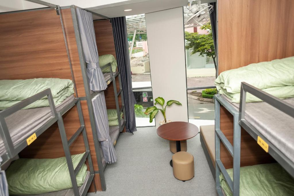 A bunk bed or bunk beds in a room at Dormlink&club