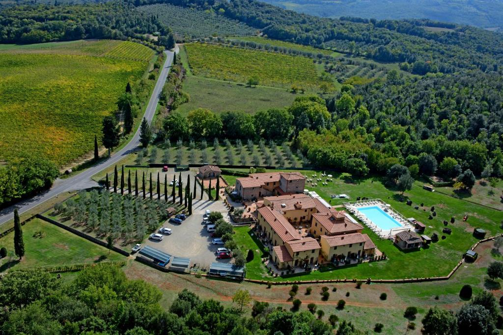 A bird's-eye view of Hotel Casolare Le Terre Rosse