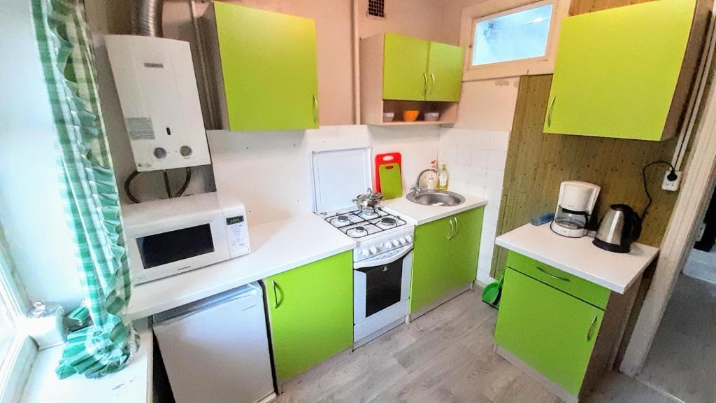 A kitchen or kitchenette at Apartment on Bundurina 62