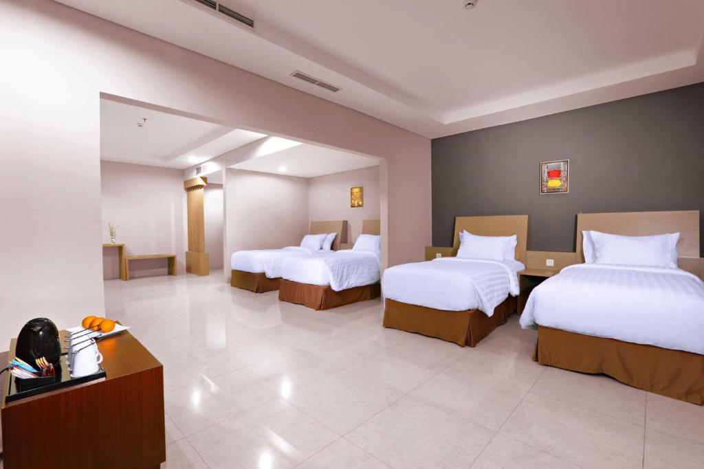 A bed or beds in a room at Aston Imperial Bekasi Hotel & Conference Center