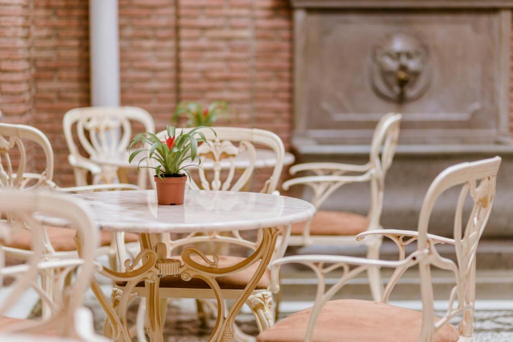 A restaurant or other place to eat at A3B Hotel Boutique LAS ALMENAS