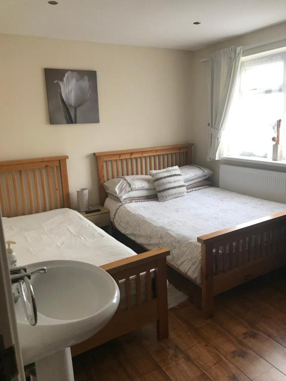 A bed or beds in a room at Abbey Lodge Guest House