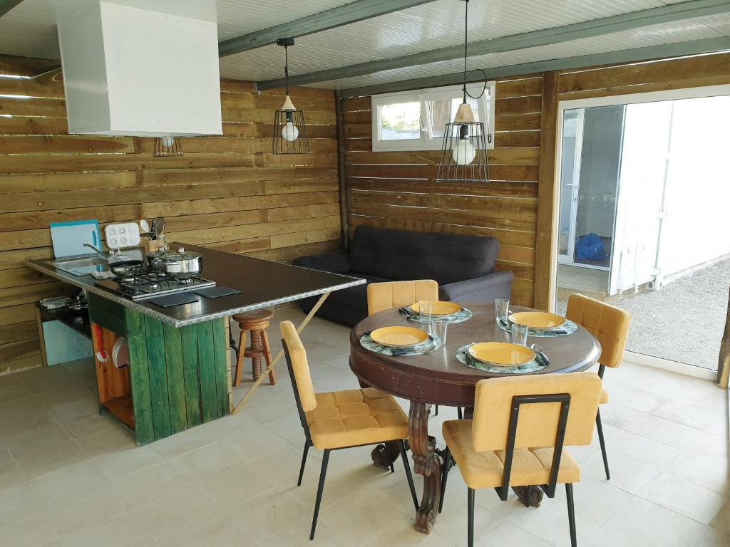 A kitchen or kitchenette at Casa Do Vale - Ecotainer
