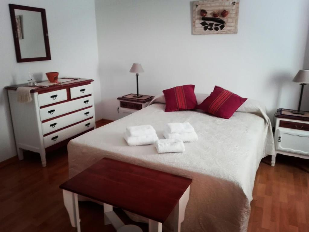 A bed or beds in a room at Hostal Virgen del Rosario Cafayate