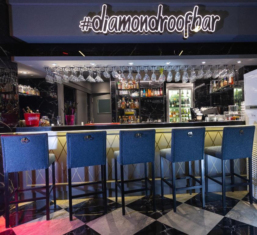 The lounge or bar area at Grand Washington Hotel