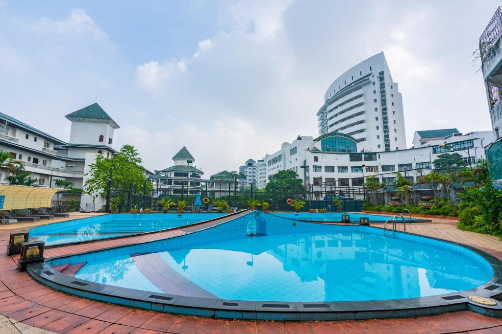 The swimming pool at or close to Coco Flower Village Serviced Apartment