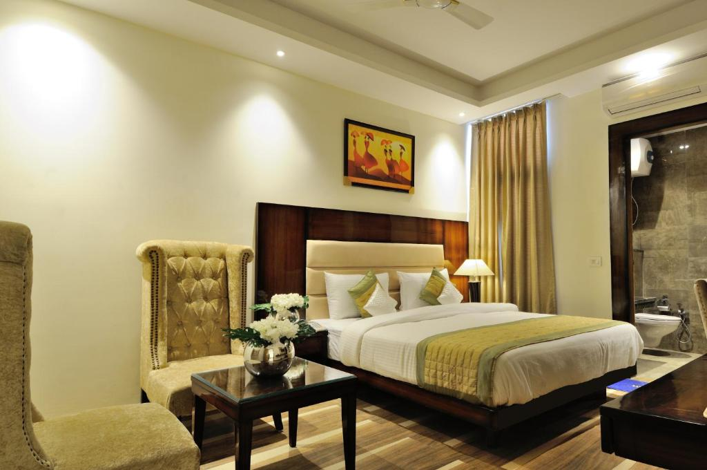 A bed or beds in a room at Hotel Peridot