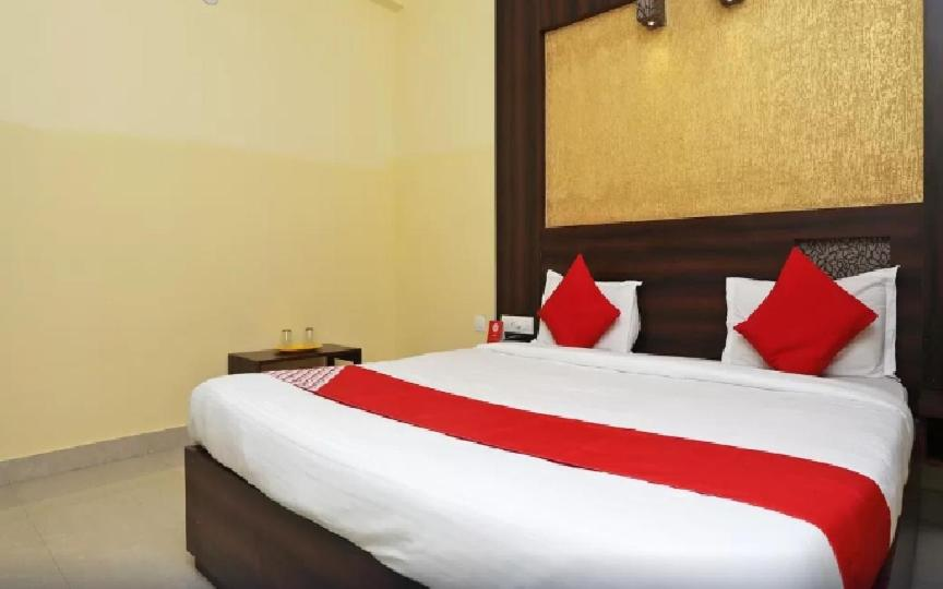 A bed or beds in a room at Hotel Sonargaon