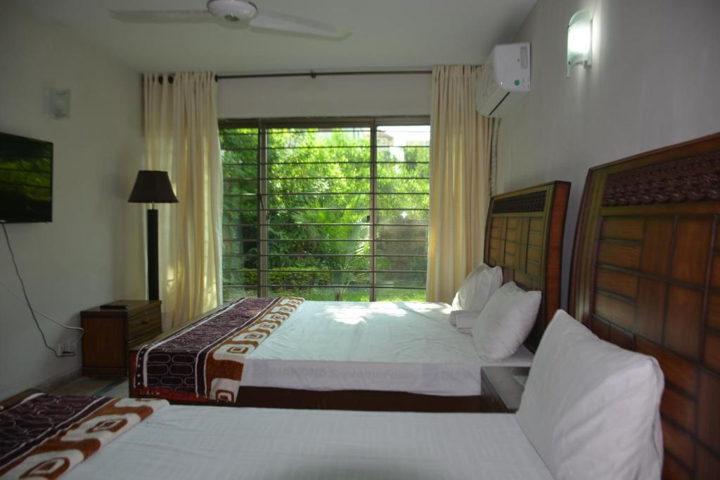 A bed or beds in a room at The Travelers Den