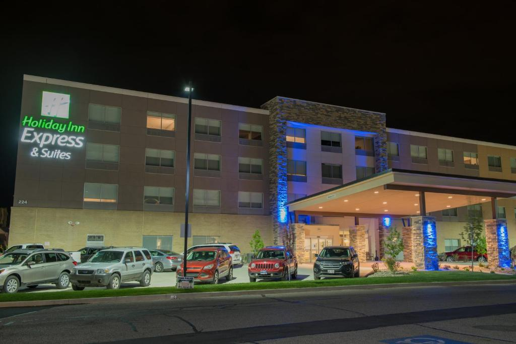 Holiday Inn Express & Suites - Warsaw - E Center