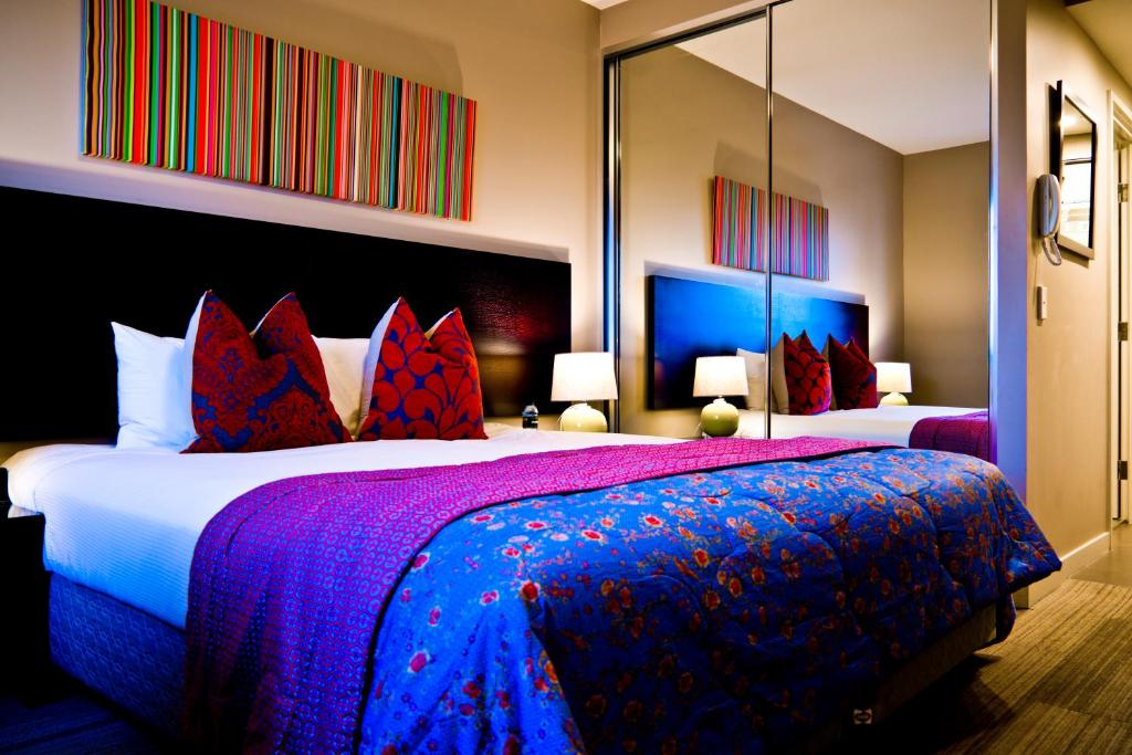 A bed or beds in a room at Quest Mascot