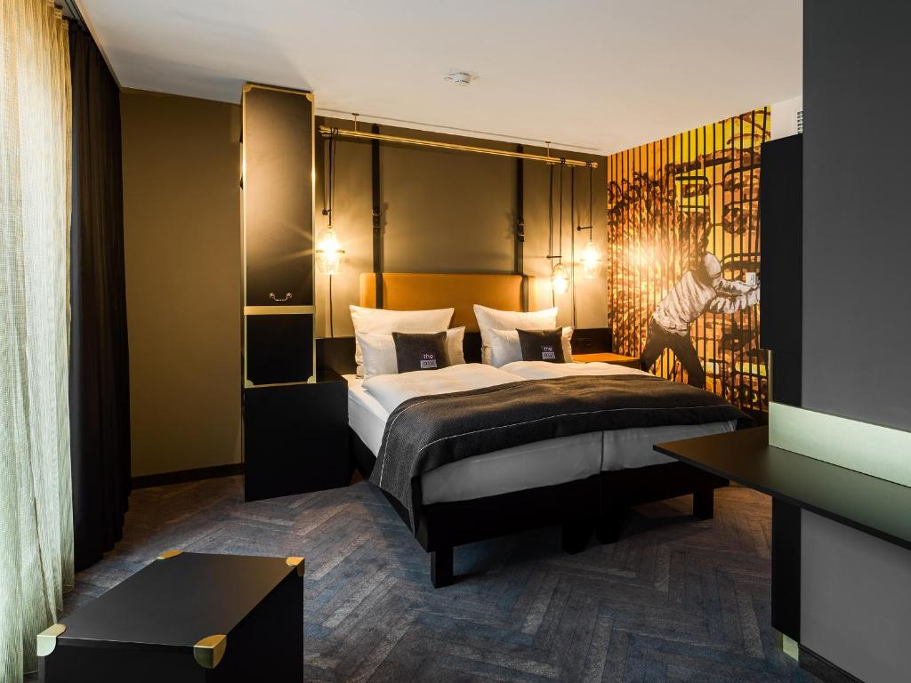 A bed or beds in a room at the niu Cobbles