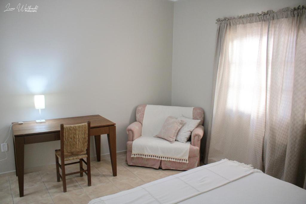 A seating area at Hostel Luz da Lua